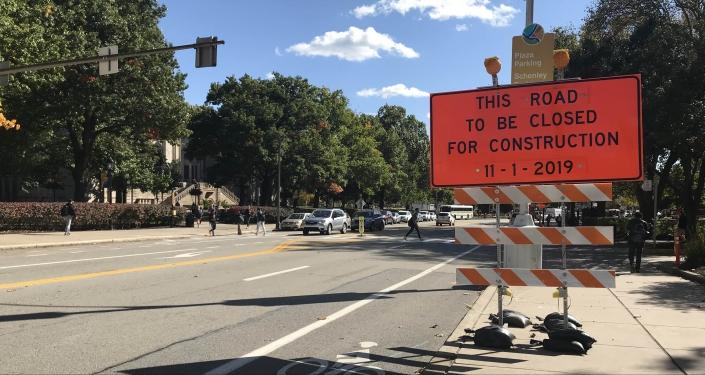 Sign warning of Bigelow Boulevard closure