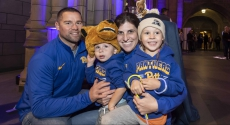 Family of 4 all in Pitt gear